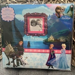 NWT frozen scrapbook with 20 printed pages